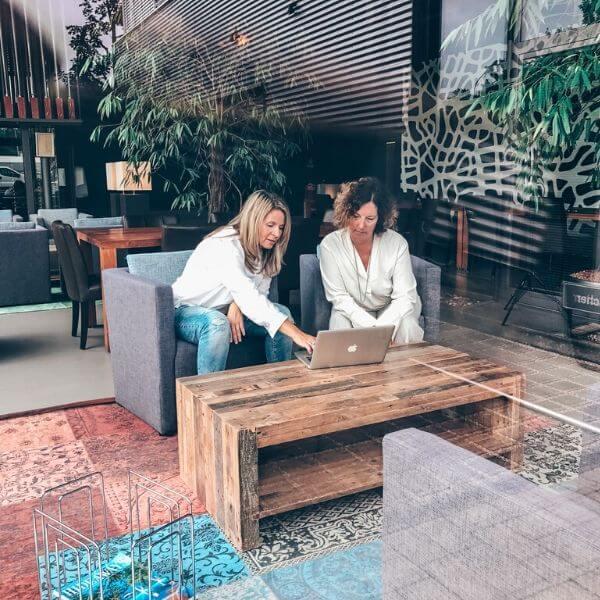 Angela Lehmann und Simone Niedenzu beim Online Coaching